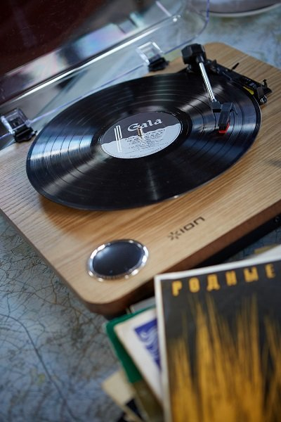 An old-fashioned vinyl record player adds a personal touch to the barn